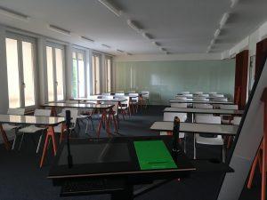 Trainer desk with presenter cam